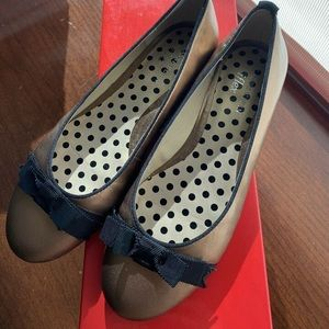 ANNE KLEIN Gold Leather Flats